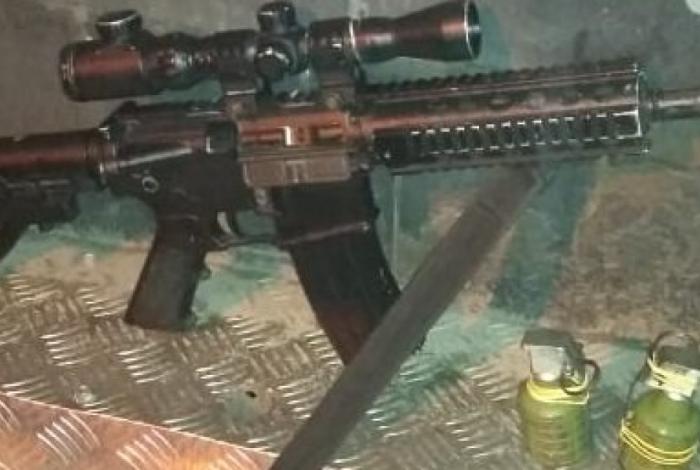 Operação apreende um fuzil, duas pistolas e duas granadas