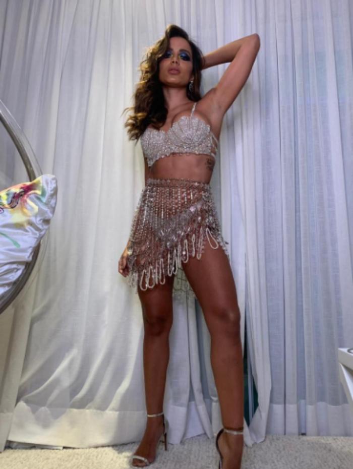 Anitta comemora aniversário de 26 anos com festão em sua mansão na Barra da Tijuca, na Zona Oeste do Rio, na noite desta quinta-feira