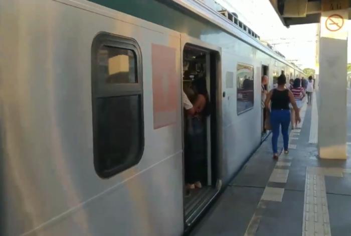 Mulher foi assediada dentro de trem da SuperVia e homem acabou preso