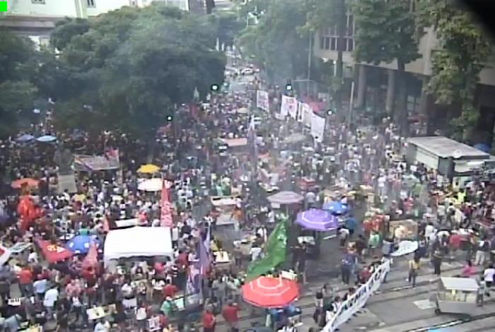 Manifestantes fazem novo protesto no Centro do Rio contra cortes educação