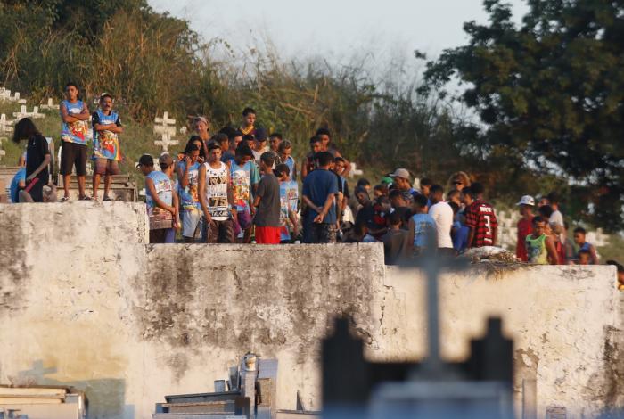 Traficante Fernando Guarabu foi enterrado no Cemitério da Cacuia, na Ilha do Governador, Zona Norte do Rio