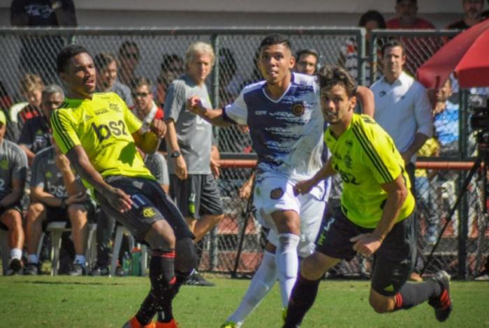 Vitinho marcou dois gols na vitória do Flamengo sobre o Madureira