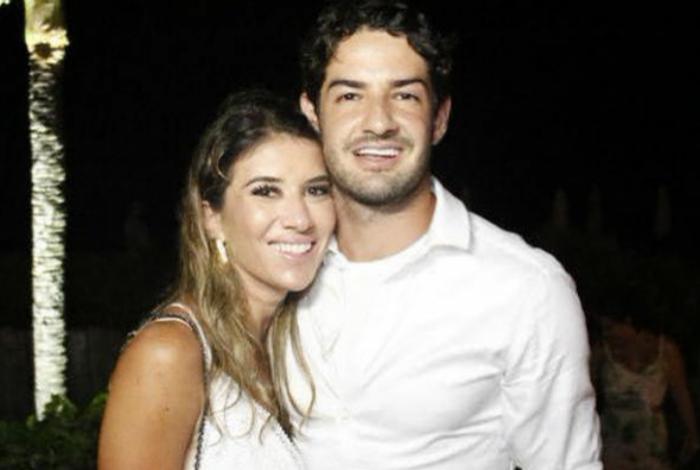 Rebeca Abravanel e Alexandre Pato se casam em cerimônia secreta
