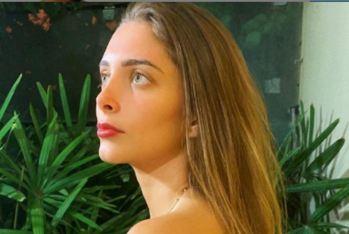 Filha de Eduardo Cunha faz topless em rede social