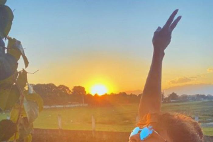 Juliana Paes posa de biquíni