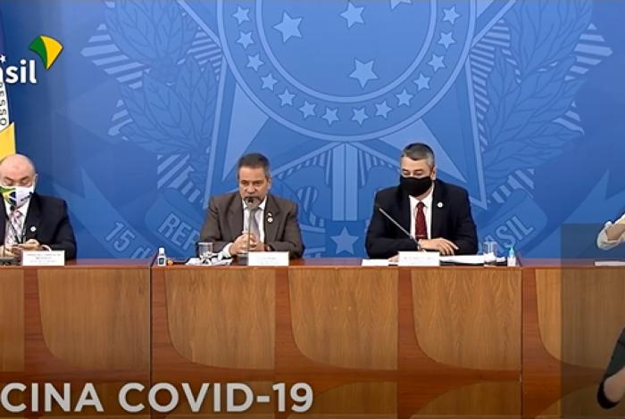 Governo anuncia acordo para produção e acesso de vacina contra a covid-19