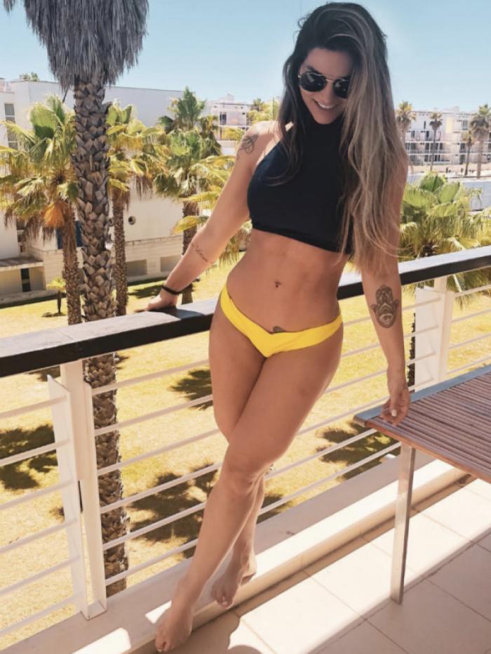 Kelly Key exibe seu corpão em Portugal