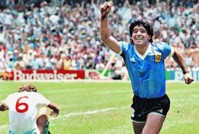 Maradona em ação pela Argentina na Copa do Mundo de 1986, no México