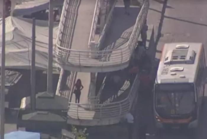 Passageiros foram feitos reféns em tentativa de assalto na Avenida Brasil