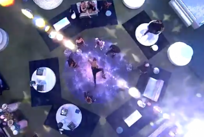 Pocah faz a coreografia de 'WAP' na festa e ganha elogio de Cardi B: 'Melhor que eu'